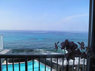Absolute Ocean Front Top Floor Kona Magic Sands - Kailua-Kona vacation rentals