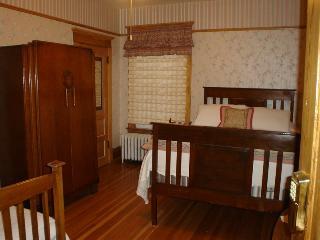 Old Nurse Residence B&B - Hatbox Room - Wardner vacation rentals