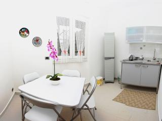 Monolocale 13B - Maccagno vacation rentals