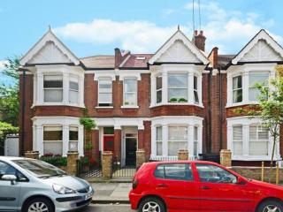 4 Bed Flat North Kensington - London vacation rentals