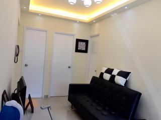 Central Mong Kok Cozy flat for 8ppl - Hong Kong vacation rentals