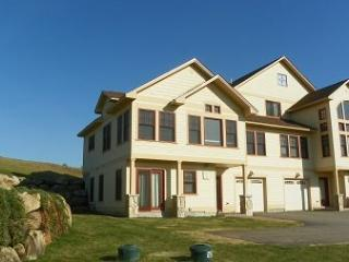 Vacation Condo at Owl`s Nest Golf Resort next door to Outdoor Pool! - White Mountains vacation rentals