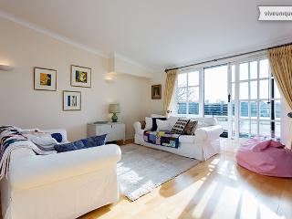 Light and open 2 bed 2 bath, Mayfield Mansions, East Putney - London vacation rentals