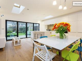 Modern four bed family home with garden on Kelross Road, Highbury - London vacation rentals