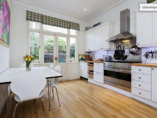 3 bed house on Stapleton Road, Wandsworth - London vacation rentals