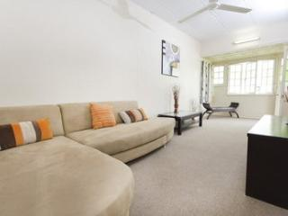 Inner City Apartment One Bedroom - Cairns vacation rentals