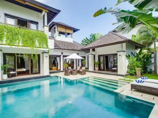 Roof-top bale and speed boat. Villa Cempaka - Nusa Dua vacation rentals