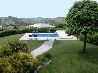 La Casa Blu Appartamento in Villa, Langhe, Unesco - Montaldo Scarampi vacation rentals