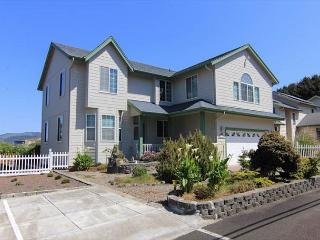 Short Walk to the Beach and the Casino! - Lincoln City vacation rentals