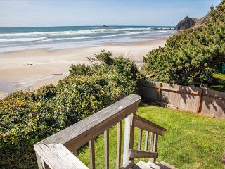 Cozy, Rustic Beach Cottage w/ Panoramic Ocean Front Views in Road's End. - Lincoln City vacation rentals