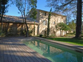 Classic Provencal Stone Mas with Pool, near Uzès and River Gardon, Sleeps 14 - Uzes vacation rentals