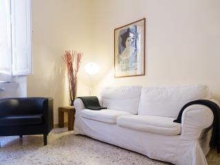 Cosy 4 people equipped Apt close to Spanish steps - Rome vacation rentals