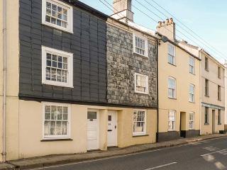 56 WEST STREET, pet-friendly cottage close to amenities, ideal touring base, decked patio overlooking Tavistock, Ref 920842 - Tavistock vacation rentals