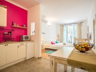 Zlatni Bol Studio S2 - Bol vacation rentals