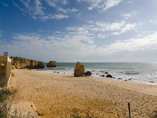 Lovely flat walking distance to the beach 43b - Albufeira vacation rentals