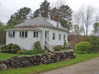 JUST AROUND THE BEND | EAST BOOTHBAY MAINE | WATERVIEWS | COUPLES | SMALL FAMILY | PET FRIENDLY | - Boothbay vacation rentals