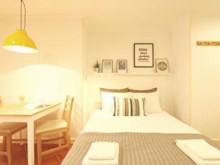 Comfortable studio: design in heart of Alfama,wifi - Lisbon vacation rentals