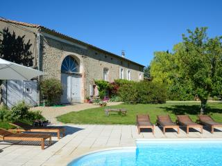 Beautiful 18th century farmhouse, rural SW France - Midi-Pyrenees vacation rentals
