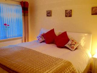 The Palms Holiday Home Nr Beautiful Benllech Beach - Benllech vacation rentals