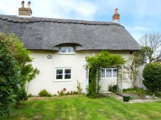 HERVEYS COTTAGE, romantic, character holiday cottage, with a garden in Niton, Isle Of Wight, Ref 1640 - Brading vacation rentals
