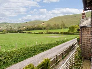 THE GRANARY, apartment, pet-friendly, open plan, nr Henfield, Ref 921932 - West Sussex vacation rentals