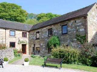 HENMORE GRANGE, family friendly, country holiday cottage, with a garden in Wirksworth, Ref 925015 - Wirksworth vacation rentals