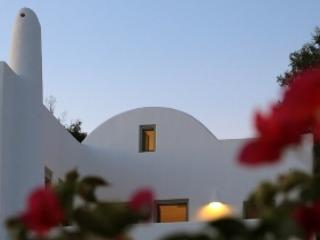 SHADES OF WHITE FOR 2 TO 4 PERSONS - Emporio vacation rentals
