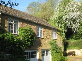 Castle Hill Barn Holiday Cottage - Ilmington vacation rentals