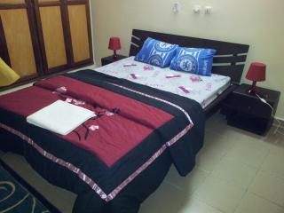 GRAND STUDIO MEUBLE - Abidjan vacation rentals