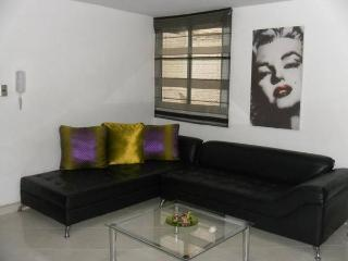 3BEDROOM SPACIOUS AND MODERN APARTMENT IN LAURELES - Medellin vacation rentals
