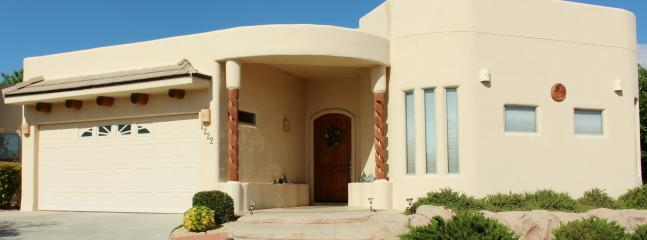 Front of House - Large Luxury Home WPool & Jacuzzi In Sonoma Ranch - Las Cruces - rentals