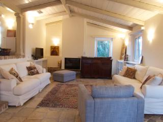 CASTANIA - Perama vacation rentals