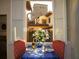 Apartment Oriuolo Tre - Vinci vacation rentals