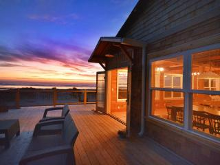 Newly Remodeled Oceanside Cottage - Huge Views with Designer Flair - Manzanita vacation rentals