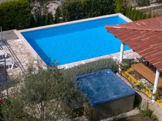 LUTON apartment, sea view, heated pool and jaccuzi - Zadar vacation rentals