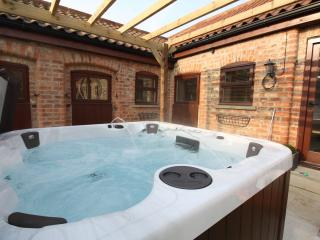 Brand New Luxury cottage & Private Hot Tub - Thirsk vacation rentals