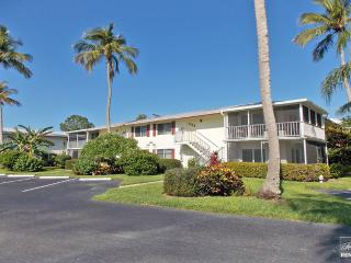 Beautifully upgraded condo with bundled golf and 18 holes! - Naples vacation rentals