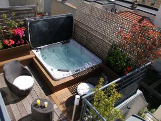 5 BD/9 guests Luxury Apt with terrace and Jacuzzi, - Paris vacation rentals