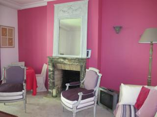 Charming Very Calm Apartment 5mn Champs Elysées. - Neuilly-sur-Seine vacation rentals
