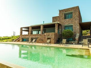 Villa Oniron in Aegina, Kleidi - Aegina Town vacation rentals