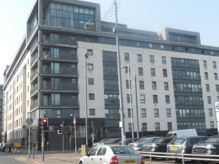 CITY CENTRE 2 BEDROOM MODERN APARTMENT - Glasgow vacation rentals