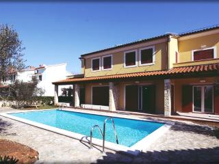 Apartment Oliva with terrace and pool - Medulin vacation rentals