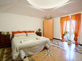 Via Fiume angolo XX settembre. - Genoa vacation rentals