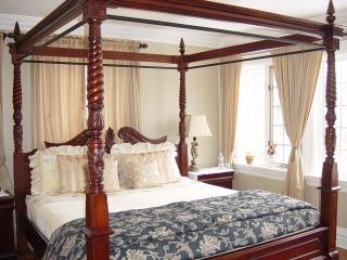By The Park - Garden View Bedroom - Toronto vacation rentals