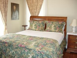 By The Park - Elegant Country Bedroom - Toronto vacation rentals