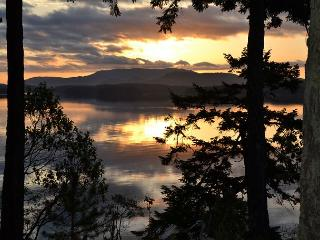 WATERFRONT! HOT TUB! 15 Acres of Trails! - (Stonecliff) - San Juan Island vacation rentals
