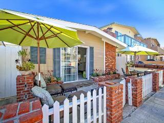 42nd Street - Steps to Sand 3 Bedroom in Upper West Newport - Newport Beach vacation rentals