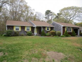 GREAT HARBORS, 3 BEDROOM RANCH, CLUBHOUSE W/POOL 126244 - West Falmouth vacation rentals