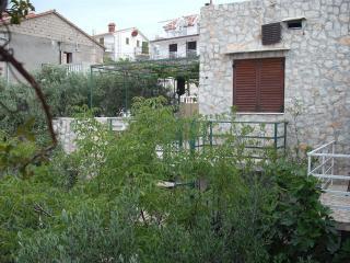 Apartment for 2+1 quiet near beach - Okrug Gornji vacation rentals