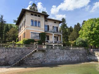 Lakefront villa a short walk from the center! - Pino Lago Maggiore vacation rentals